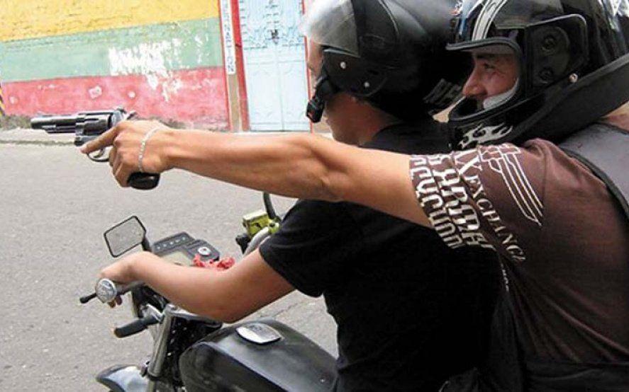 Adrogué: dos policías resisten un robo a los tiros y en la huida a uno de los ladrones se le cayó el DNI