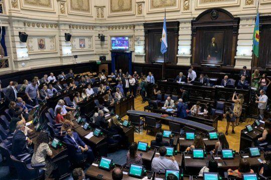 por poco margen, el oficialismo logro aprobar el proyecto de ley impositiva en diputados