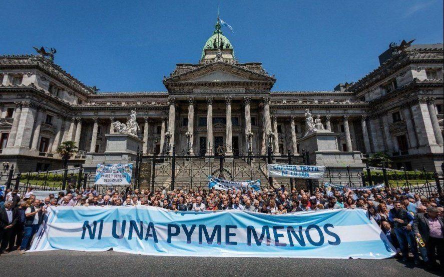 Las pymes anunciaron que adhieren al paro del 30 de abril convocado por Moyano y las dos CTA