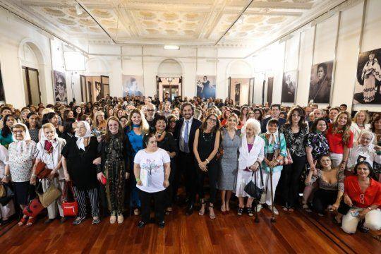 el gobierno reinauguro el salon de las mujeres argentinas, el lugar preferido de cfk para sus anuncios