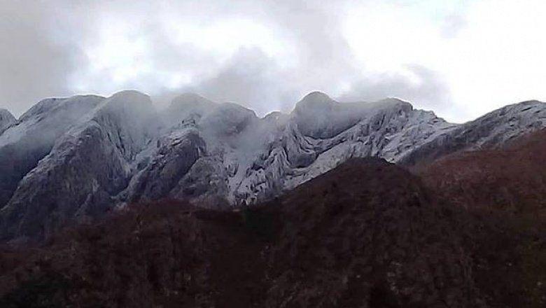 Postales blancas: llegó el frío polar, se acerca el invierno y la nieve vistió las sierras de Tornquist