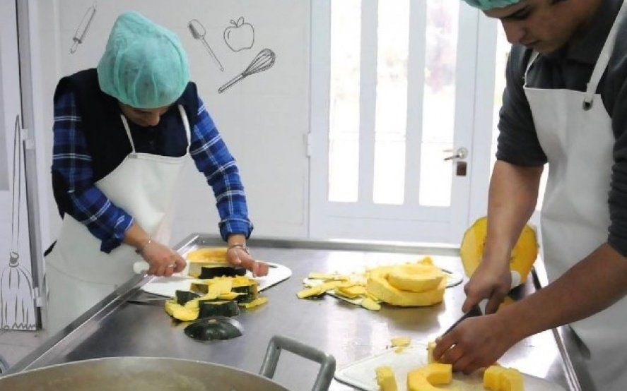 Oferta laboral: cómo inscribirte para ser auxiliar en escuelas bonaerenses