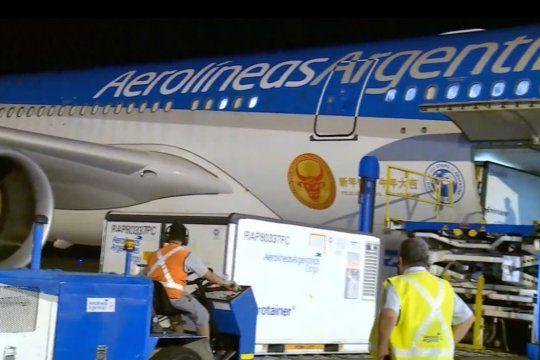 Llega al país otro avión con vacunas Sinopharm y ya hay un millón