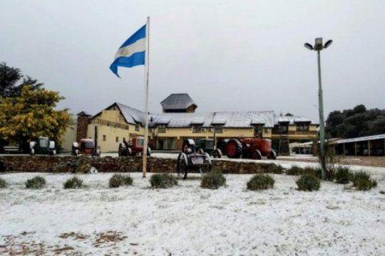 nevo en la provincia: la ola polar trajo nevadas en tandil y sierra de la ventana