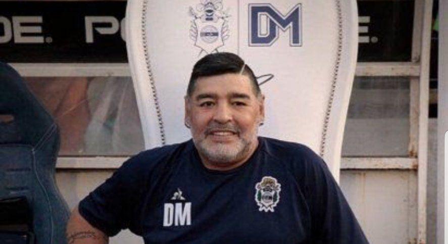 Maradona también inmortalizado en la letra de A su Manera