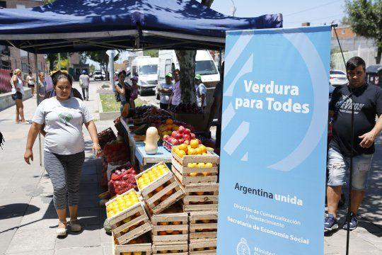 precio de alimentos: el gobierno lanza la canasta ahorro en las ferias populares