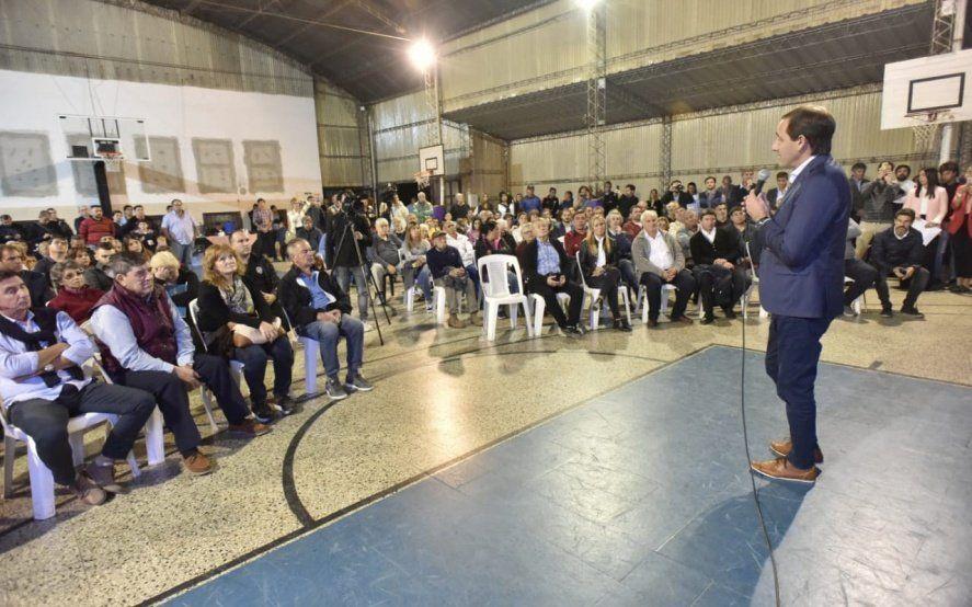 La Plata: en plena crisis, Garro sale al rescate de los clubes de barrio