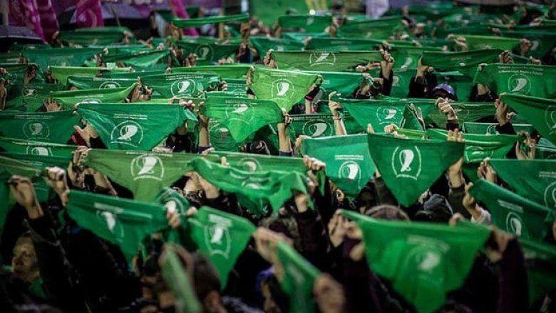 """El mundo se pinta de verde: convocan a un """"Pañuelazo internacional"""" por el aborto legal"""