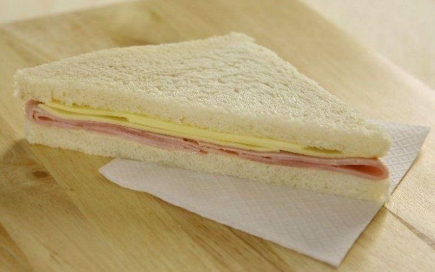 """La Anmat prohibió la venta de una marca de sándwich de miga porque """"se halla en infracción"""""""