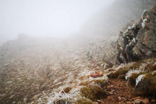 el cerro tres picos, en cuarentena: las fotos del invierno en la cima