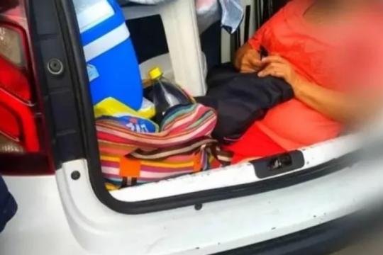 insolito: viajaba a florianopolis y llevaba a su suegra en el baul del auto