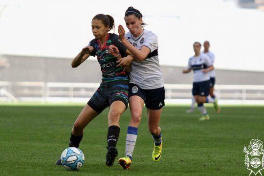 El fútbol femenino de Gimnasia derrotó al SAT en 25 y 532.