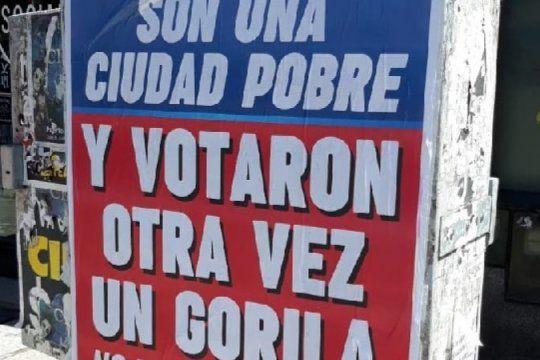 un gremio lanzo afiches que acusan de ?gorila? al intendente electo de mar del plata y estallo la polemica