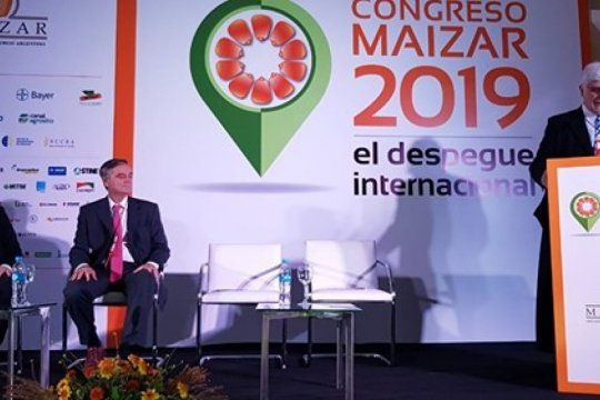 Habla Alberto Morelli, escuchan Gustavo Idígoras (Presidente CIARA- CEC) y Santiago del Solar Dorrego (Jefe Gabinete de la secretaría de Agroindusttria)