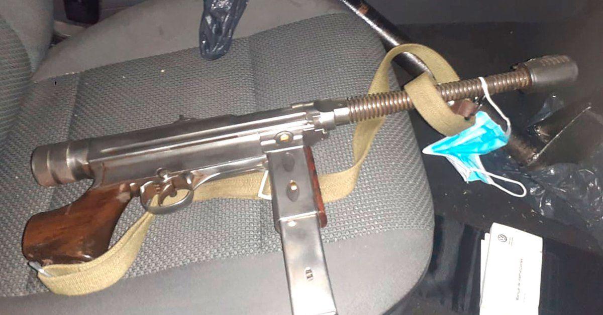banfield: enfrentaron a la policia con una ametralladora de malvinas