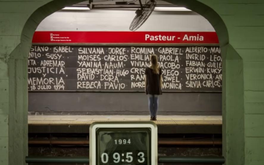 """""""Mamá"""", el emotivo corto que propone no olvidar, a 25 años del atentado a la AMIA"""