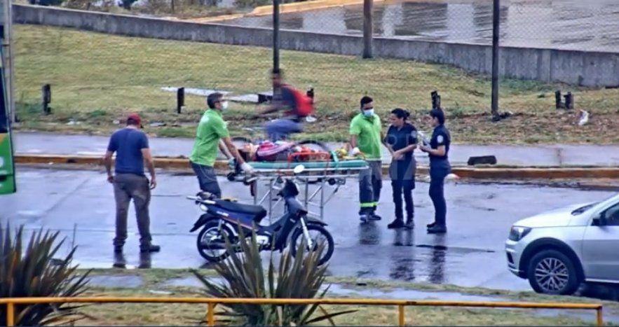 La mujer embarazada circulaba por la rotonda de 122 y 52 en La Plata.