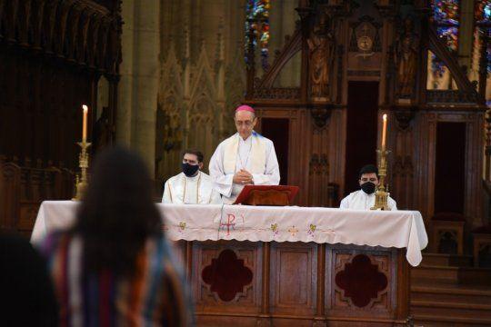 El arzobispo de La Plata, Víctor Tucho Fernández, se reunió con el jefe de Gabinete y pidió revisar los protocolos para realizar misas.