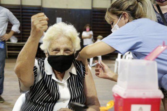 La campaña de vacunación contra el coronavirus ya alcanzó a 2.780.499 bonaerenses.
