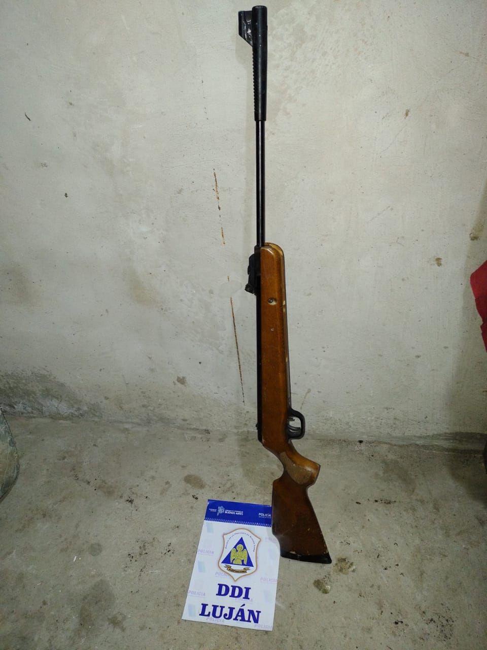 El rifle de aire comprimido secuestrado en el allanamiento