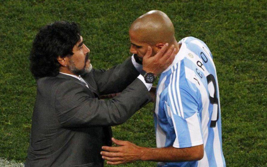 """Verón le tiró un centro a Maradona y abrió la puerta de la reconciliación: """"Ya se va dar ese abrazo"""""""