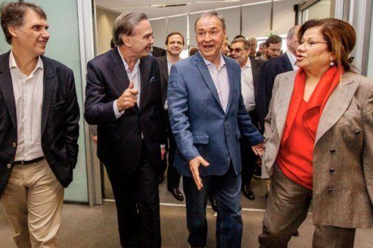el eje massa-pichetto suma al gobernador de cordoba para construir el peronismo opositor