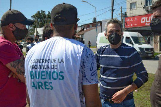 El ministro Andrés Larroque contó cómo se infló la cantidad de familias que participan de la toma en Guernica.