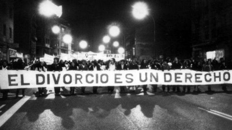 En 1987 se aprobaba la Ley el divorcio vincular en Argentina. El 12 de junio Raún Alfonsín la promulgó.
