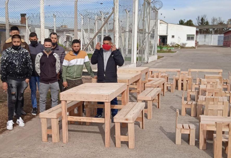 El mobiliario fue donado a un comedor y una iglesia