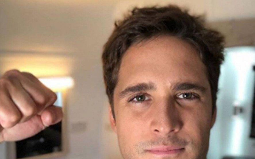 El actor de la serie de Luis Miguel anunció una segunda temporada para 2021
