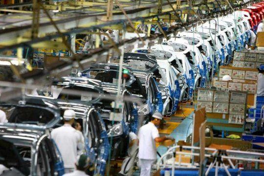 la industria automotriz en picada: la produccion de vehiculos cayo por decimo quinto mes consecutivo