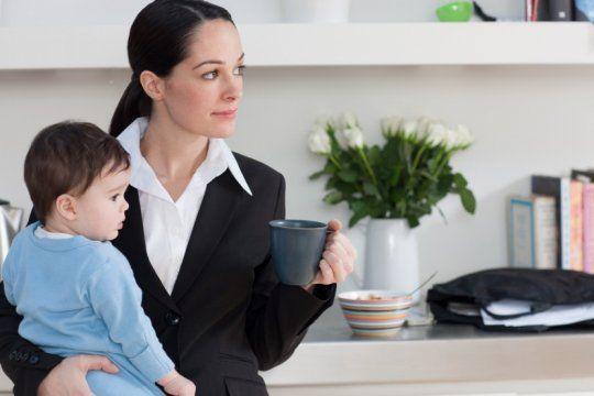 ¿y la igualdad?: aseguran que las mujeres ganan un 17% menos que los hombres y siguen al frente de las tareas domesticas