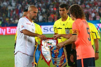 Verón y Puyol, en la previa de Estudiantes - Barcelona.