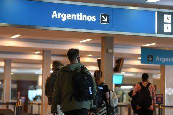 Con la nueva normativa, tanto argentinos como residentes podrán ingresar al país sin hacer cuarentena, presentando el PCR negativo.