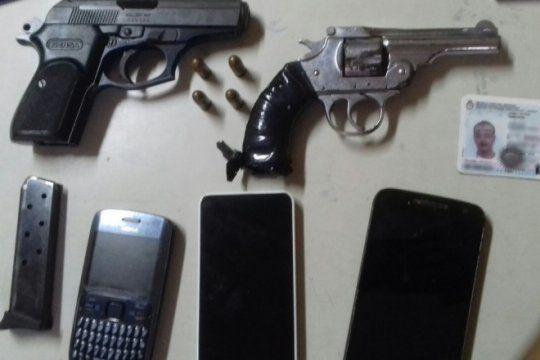 tras una persecucion con tiros, detuvieron a dos hombres que venian de robar en lomas de zamora
