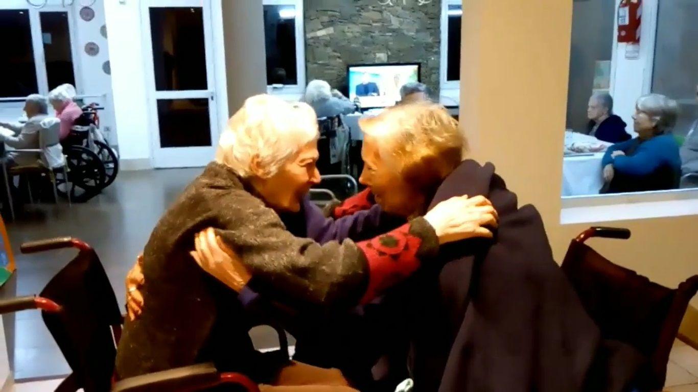 Las hermanas se reencontraron en una residencia de adultos mayores