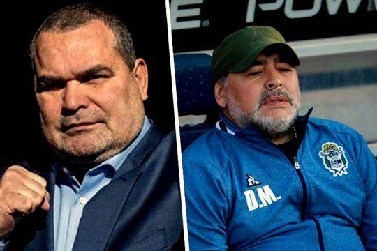 Chilavert le tiró un palo por elevación a Maradona y su Gimnasia