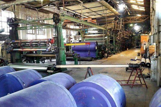 la produccion industrial cayo 9,4% interanual y subio 1,7% respecto a junio