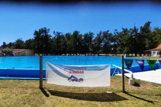 Todavía hay cupos para las clases de natación gratuitas en la República de los Niños