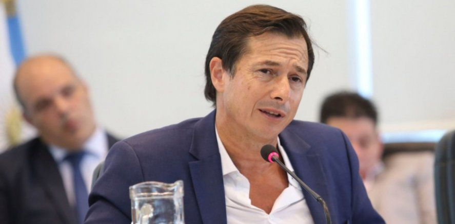 Lipovetzky pegó carteles en La Plata: Este negocio cerró por culpa de Kicillof