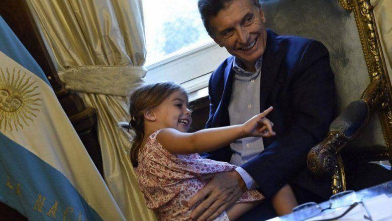 Insólito: en pleno ajuste, Macri fue a buscar a su hija al colegio en un helicóptero que costó 10M de dólares