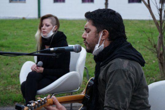 solidaridad, made in berisso: fueron a hacer musica a un centro de aislamiento de covid 19