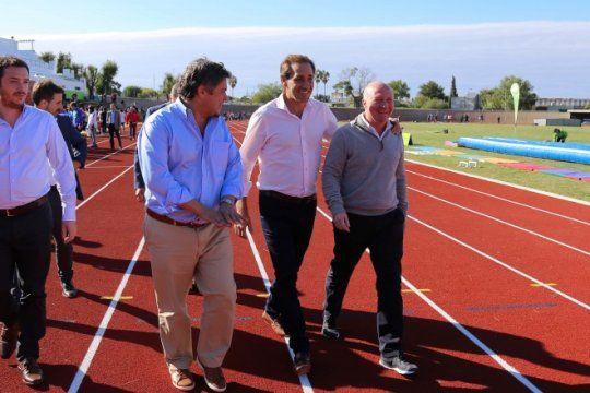 juegos bonaerenses 2018: garro reinauguro la pista de atletismo del estadio unico