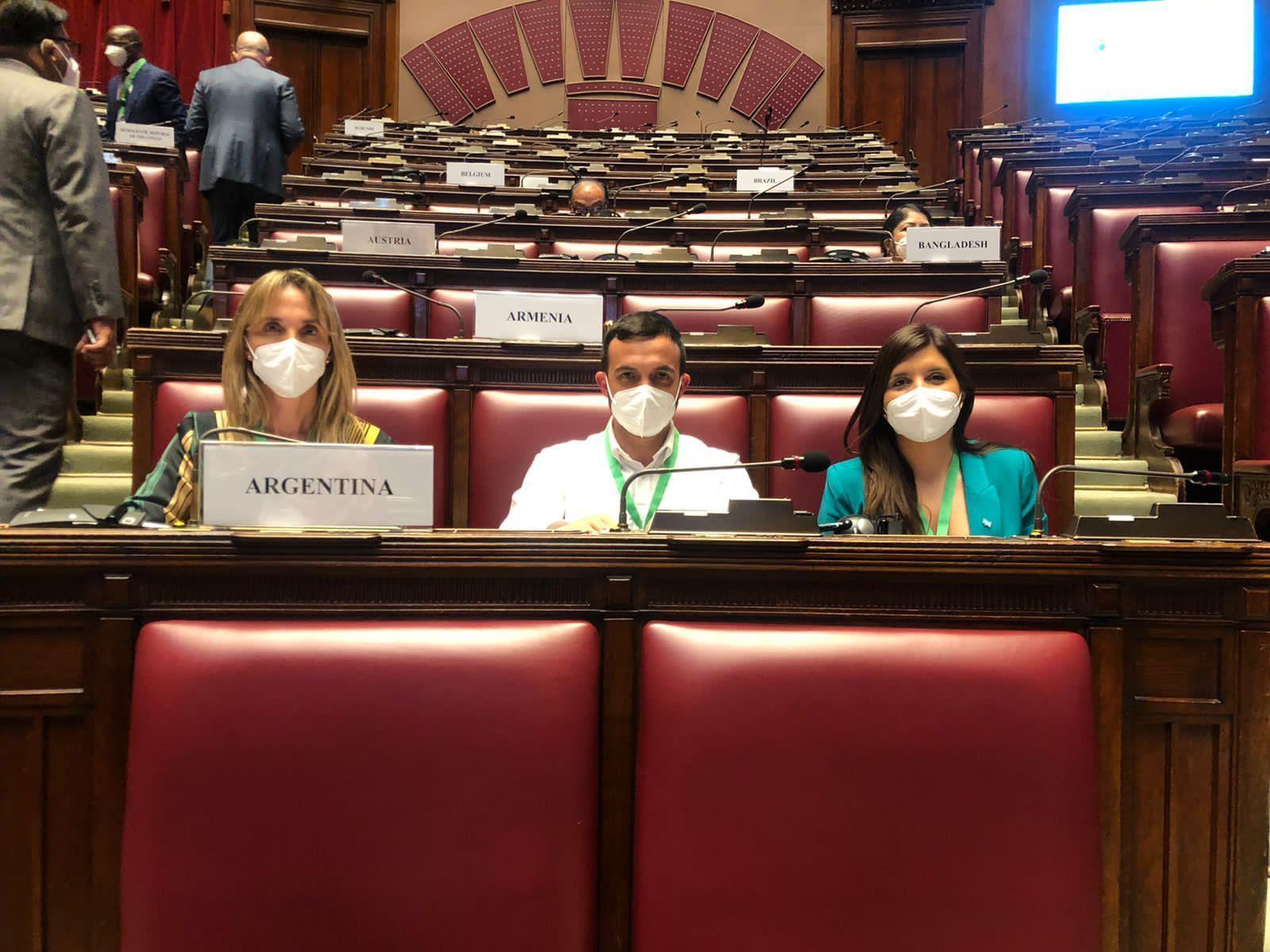 Los legisladores nacionales Daniela Vilar, Leonardo Grosso y Gladys González en reunión de la Unión Parlamentaria sobre el Cambio Climático (PreCOP) realizada en Roma