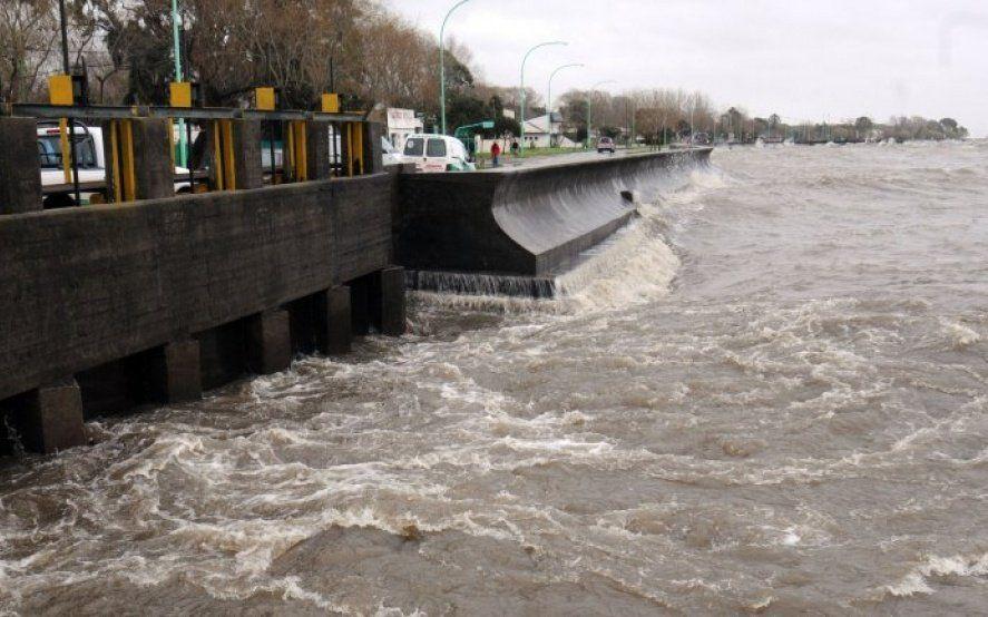 Cesó la alerta: Defensa Civil anunció que bajó el nivel del Río de la Plata