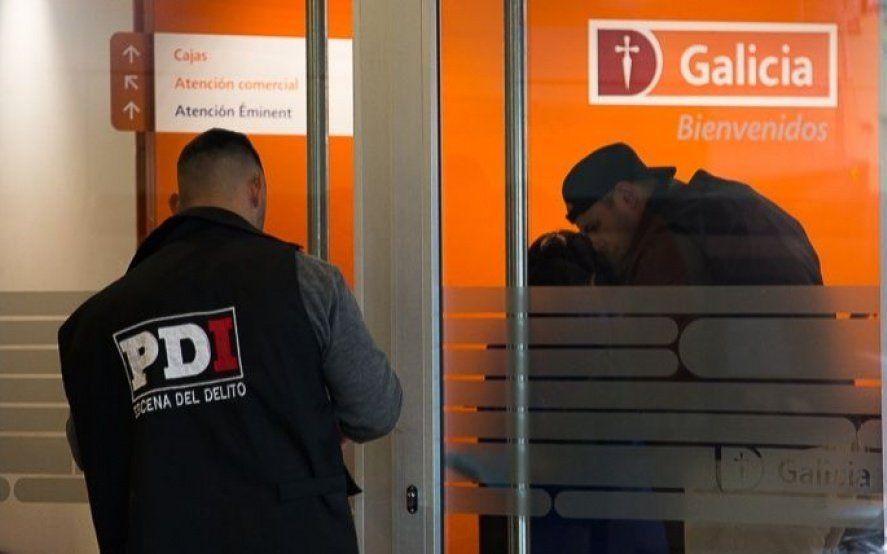 Un robo a un banco de Ciudadela terminó con cuatro baleados: los delincuentes se llevaron medio millón de pesos