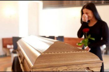 Los avisos fúnebres de la esposa y la amante presagian un velatorio intenso del Dr. Spota
