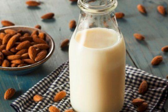 vacas por almendras: el fabricante de yogures mas grande del mundo lanzara una linea vegana