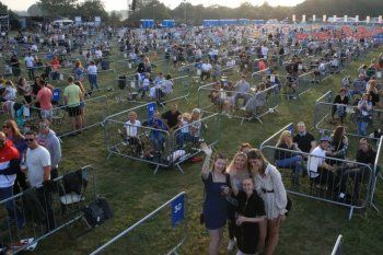 Los corrales de vallas son utilizados para eventos al aire libre con distanciamiento social en todo el mundo