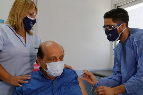 El intendente de Berazategui, Juan José Mussi, recibió la vacuna contra el coronavirus.